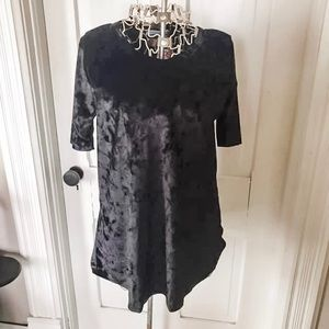 NWT! Black Velour Short Sleeve Tee-Sz. L